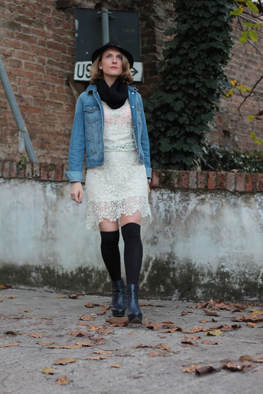 Margaret-Dallospedale-Maggie-Dallospedlae-fashion-diary-Fashion-blog-Fashion-blogger-fashion-tips-how-to-wear-Outfits-OOTD-Fall-outfit-Autumn-outfit-Lace-denim-jack-02