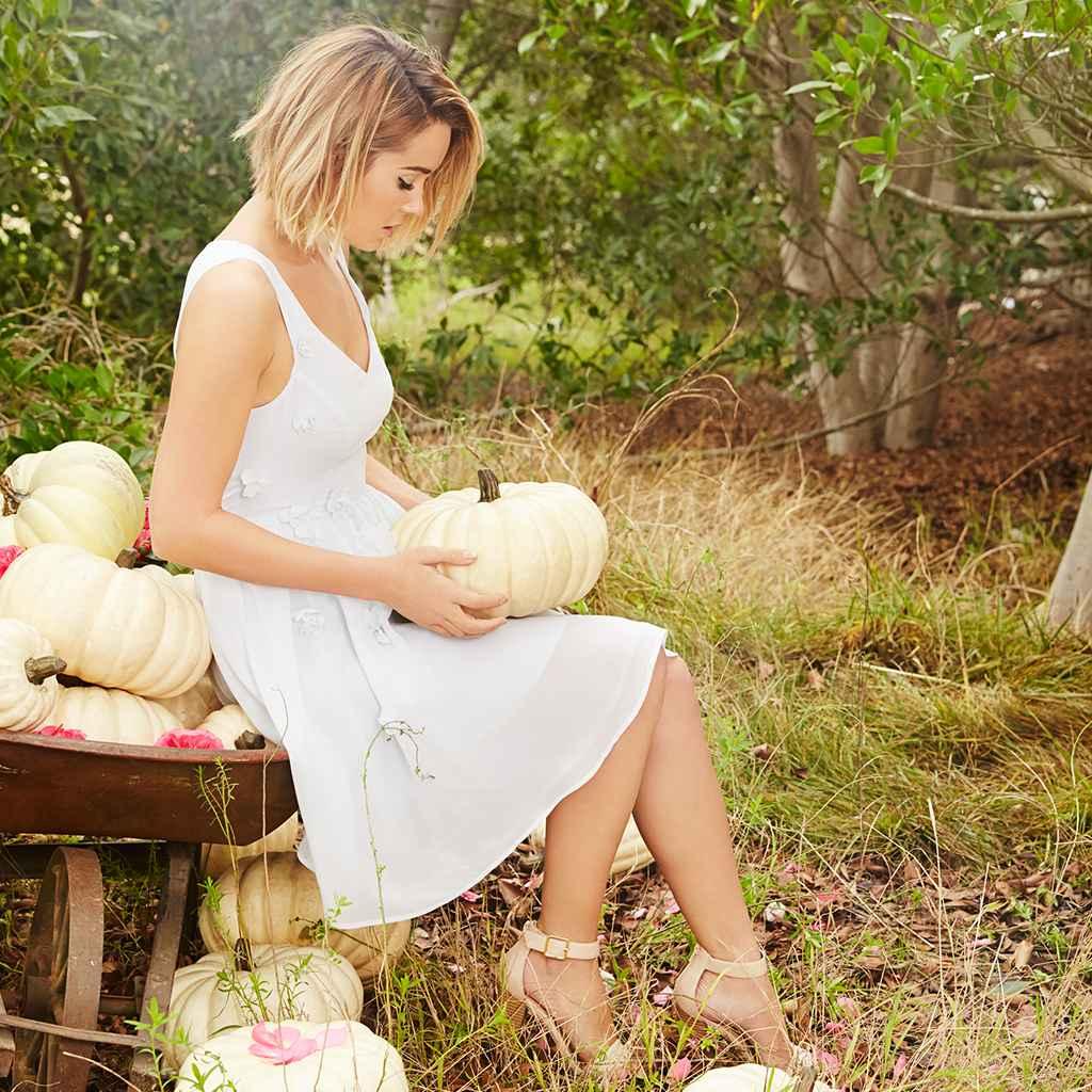 laurenconrad-20150216-dresses-cinderella-1