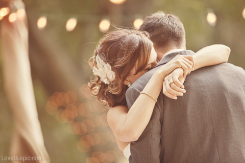 16461-Sweet-Wedding-Hug