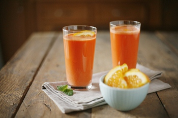 Carrot-and-Orange-Fresh-Pressed-Juice-BourbonAndHoney.com-1-e1415332171348